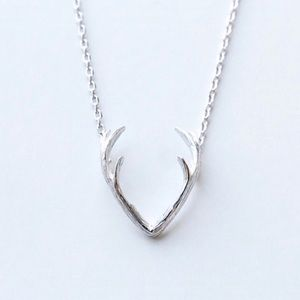 Jewelry - 🆕💚 Antler Pendant Silver Necklace